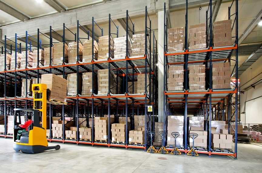Forklifts vs. Overhead Cranes: Forklift in a Warehouse 2
